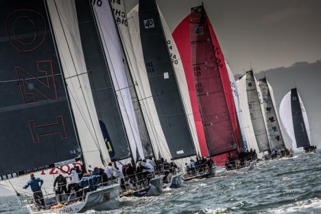 A flotilha segue em fila única nas águas chilenas