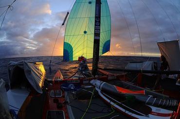 O Picolé velejando de balão no Atlântico