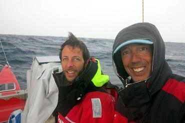 A dupla sofreu ao chegar em águas brasileiras