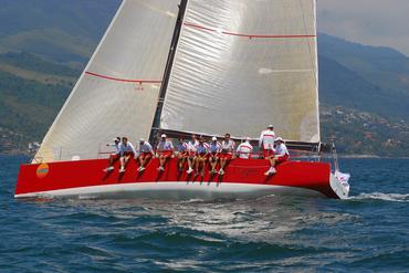 Aline Bassi registrou o Touché velejando em Ilhabela