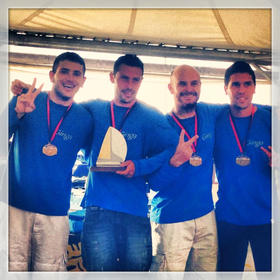 A equipe do Ginga comemora o título
