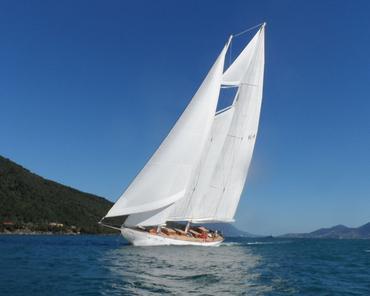 O Atrevida veleja em Ilhabela