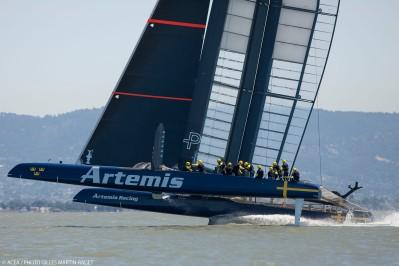 E finalmente o novo Artemis velejou. Horacio Carabelli e o time de designers de Juan K sofreram, mas conseguiram pelo menos botar o bichão na baía de São Francisco.