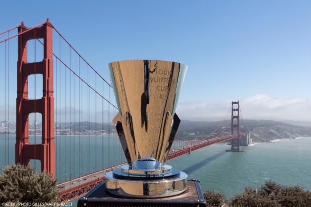 A tão sonhada taça da Louis Vuitton Cup