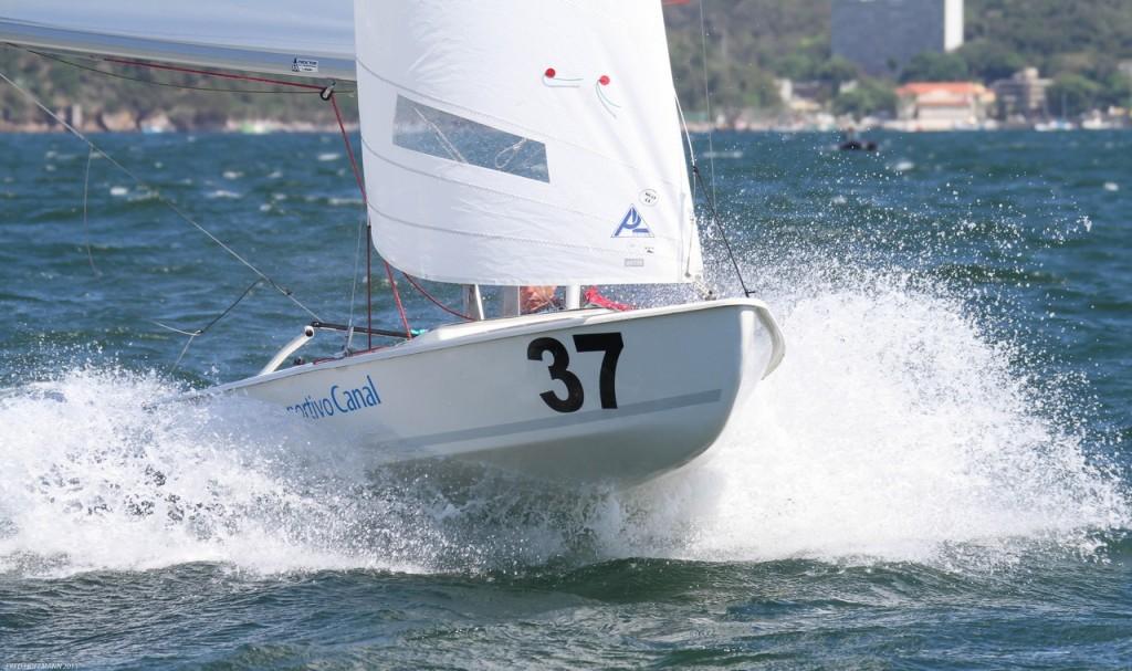 Marcos Mendez registrou os espanhois voando baixo na baía de Guanabara