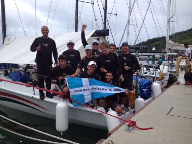 Equipe comemora o título em Angra