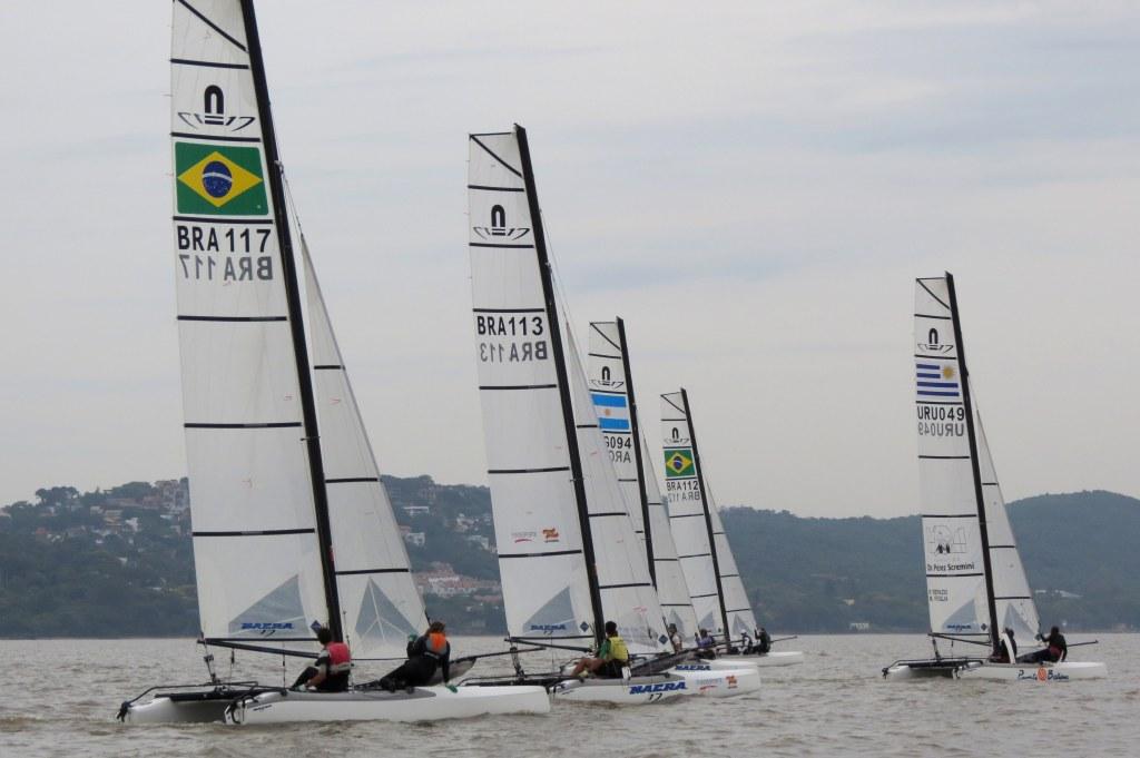 Ricardo Pedebos registrou a flotilha de Nacra no Guaíba