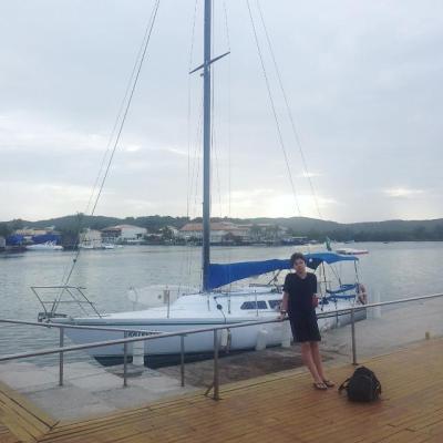 """Em Cabo Frio o Velamar 32 """"Fratelli"""" e meu filho Pedro em sua primeira (e quase última) travessia a vela."""
