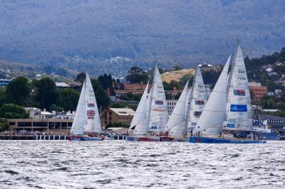A flotilha da Clipper Round The World largou para mais uma perna depois de fazer parte da lendária Sydney-Hobart. Maneiro!