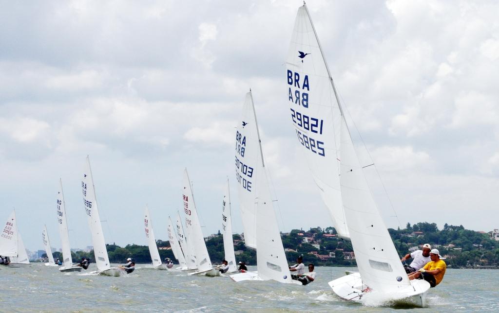 Xandi Paradeda e Gabriel Kieling lideram regata no Guaíba