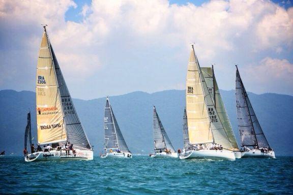 A flotilha de oceano em Floripa na foto de Gabriel Heusi