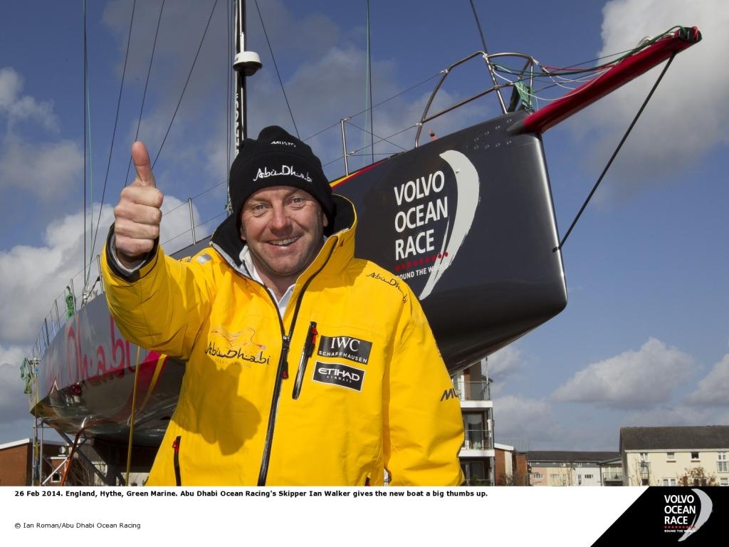 Ian Roman e o novo barco da equipe