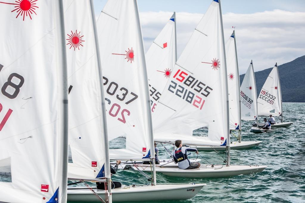 Gabriel Heusi registrou a largada da flotilha de Laser