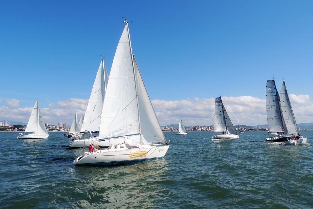 Os velejadores solitários partem para a primeira regata da Copa Flotilha