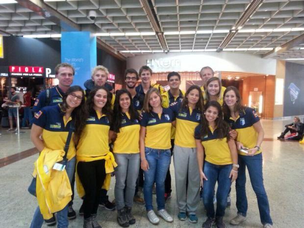 A equipe brasileira antes do embarque