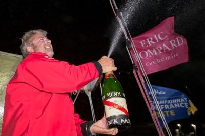 Yan Elliès comemora mais uma vitória na La Solitaire du Figaro