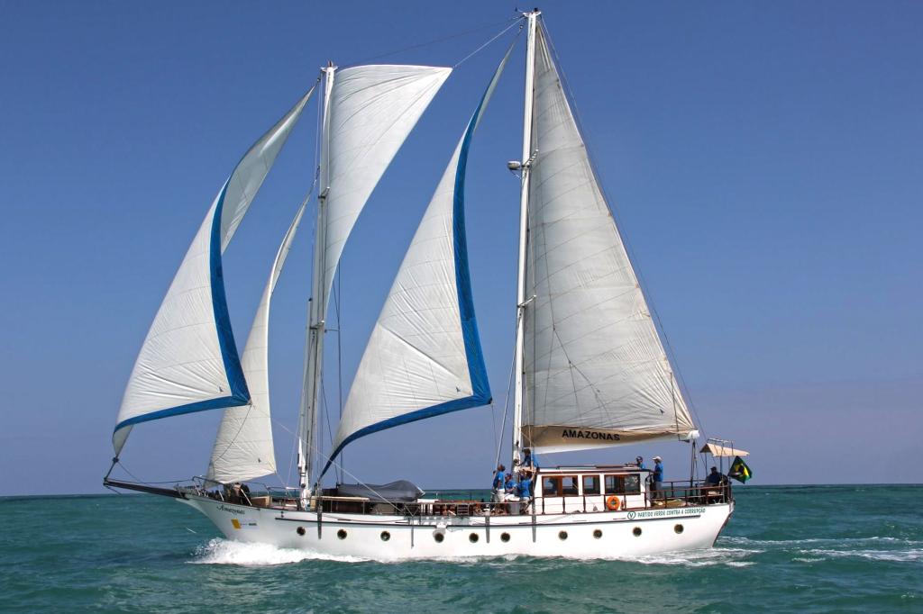 O belo veleiro Amazonas