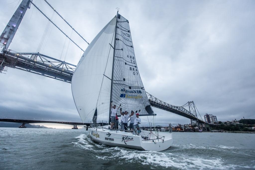 O C30 Katana Energia na regata de Volta a Ilha