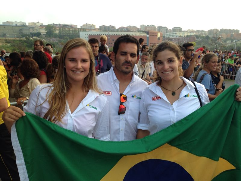 O trio campeão mundial: Kahena, Martine e o técnico Javier Torres