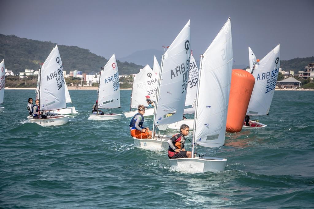 Flotilha de Optimist em Jurerê