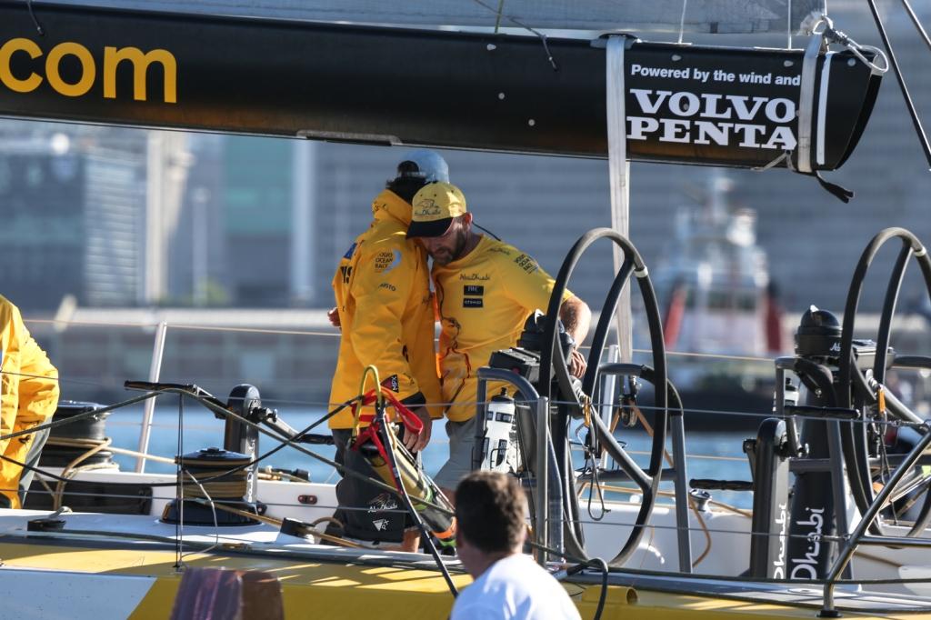 Comemoração a bordo do Abu Dhabi, vencedor da primeira perna