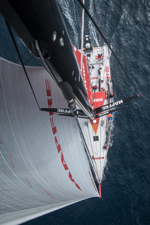 A vista do alto do barco do brasileiro André Bochecha Fonseca
