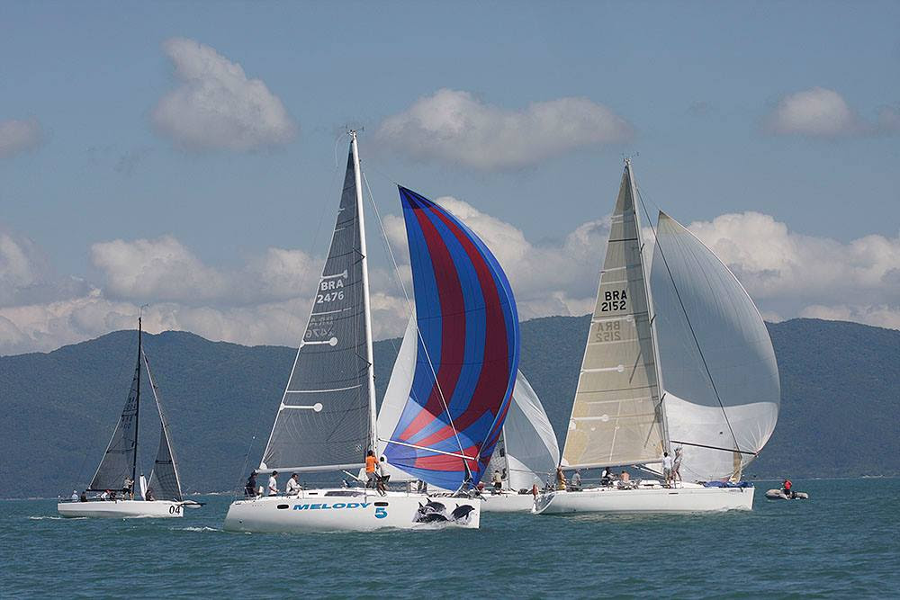 Largada da regata sentido Itajaí