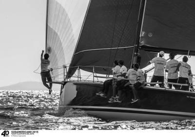 Mestre Capizzano capturou toda a beleza do S40 Patagonia em águas uruguais neste finde. Campeões!