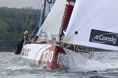 Edu Penido, na gloriosa companhia do genro André Mirsky e da filha Kyra, entre outros, estreou o Classe 40 Zetra com dois segundos lugares na França. Uhuu!
