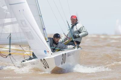 Nas águas de Buenos Aires, Lars Grael, com o auxílio luxuosos de Samuca, fez história novamente. Amém!