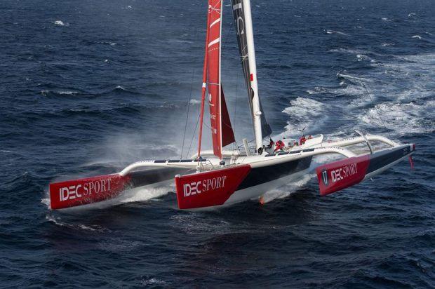 Idec Sport quebra recorde no oceano Índico depois de 18 dias, 20 horas e 41 minutos de navegação após terem deixado Ushant.