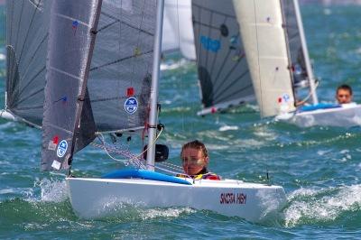 No Royal Yacht Club of Victoria, em Williamstown, Austrália, Teri Dodds, captou a ação na classe 2.4mR