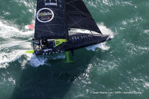 hugo-boss-skipper-alex-thomson-gbr-at-start-of-the-vendee-globe-in-les-sables-d-olonne-france-on-november-6th-2016-photo-jean-marie-liot-dppi-vendee-globehugo-boss-skipper-alex-thomson-gbr-au-depart-du-vendee-globe-aux-sables-d-olonne-l-r-1680-1200.jpg